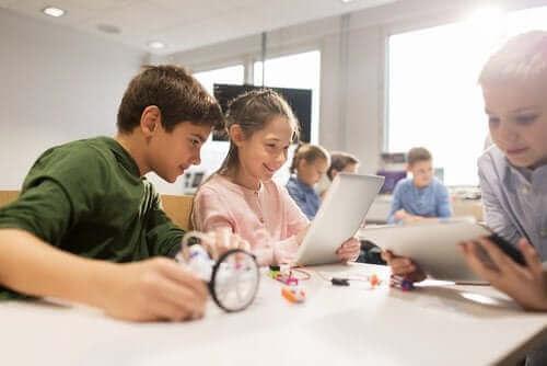 Kreativität - Kinder im Klassenzimmer