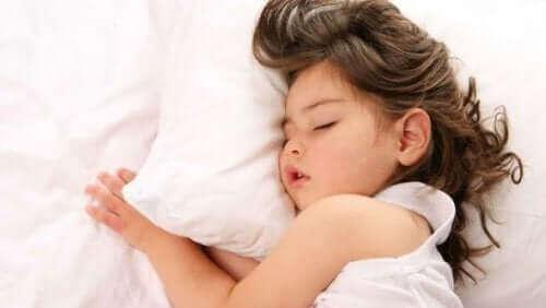Schlafroutine - schlafendes Mädchen