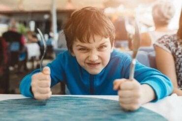 Die Selbstkontrolle bei Kindern verbessern: 3 Techniken