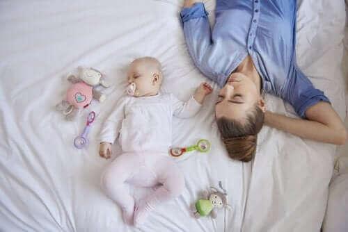 Mache deutlich, dass du dich ausruhen musst. Wenn bei dir jedoch Zweifel aufkommen, denke daran, dass diese Personen nicht mehrmals pro Nacht aufwachen müssen, um auf dein Baby aufzupassen.