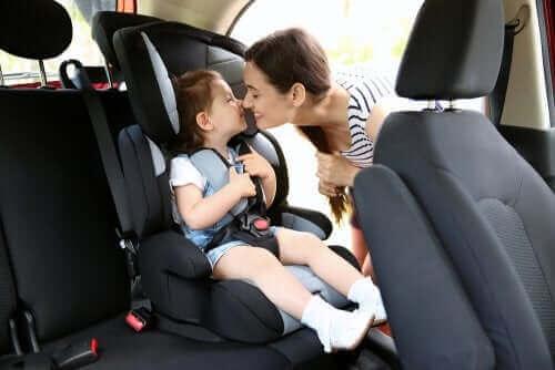 Kindersitze: Vorschriften und Richtlinien