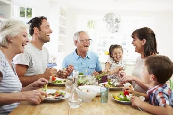 Zöliakie - Familie beim Essen