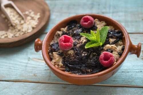 Realfooding - Müsli und Früchte
