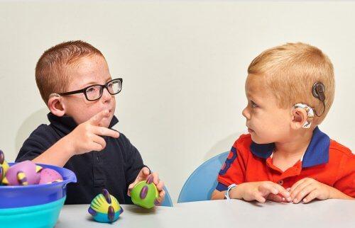 gehörloses Kind - Kinder mit Hörgerät