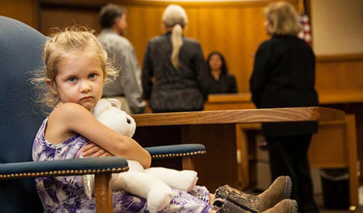gesetzliche Vertretung - Kind im Gerichtssaal
