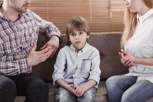 überkritische Eltern - mit ihrem Sohn