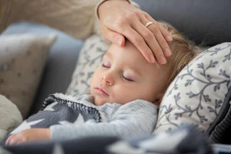 Kind hat Husten oder Fieber: Was tun während der Ausgangsbeschränkung?