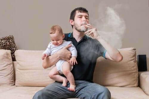 Rauchende Eltern erhöhen das Risiko, das ihre Kinder auch rauchen