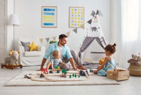 Vater und Kinder spielen ohne Bildschirme