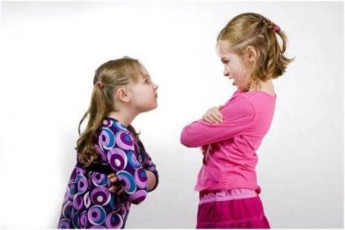 Kinder mit Fähigkeiten zur Problemlösung können ihre Konflikte selbst lösen
