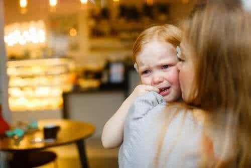 4 Sätze, die Kinder trösten, wenn sie weinen