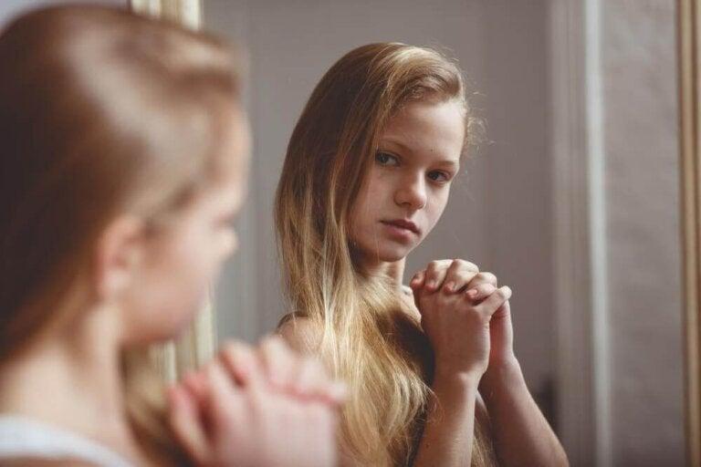 Was tun, wenn Mädchen sich für ihren Körper schämen?